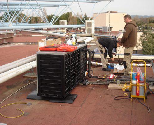 Installation de la centrale de froid. Les Grands Buffets à Narbonne. Réalisation Fidec, cuisiniste et frigoriste professionnel.