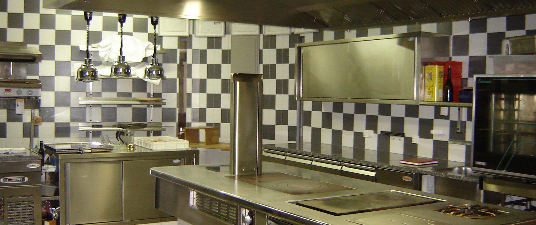 Espace de cuisson. Restaurant 2 étoiles Le Parc, Franck Putelat, Carcassonne. Réalisation Fidec, cuisiniste et frigoriste professionnel.