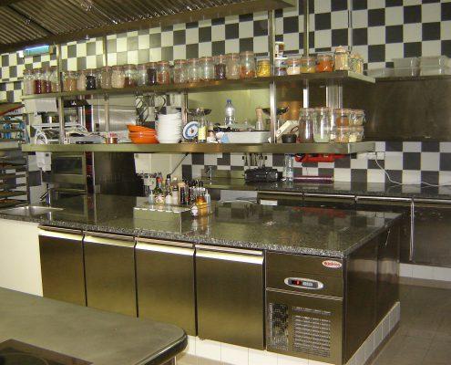 Espace préparation. Restaurant 2 étoiles Le Parc, Franck Putelat, Carcassonne. Réalisation Fidec, cuisiniste et frigoriste professionnel.