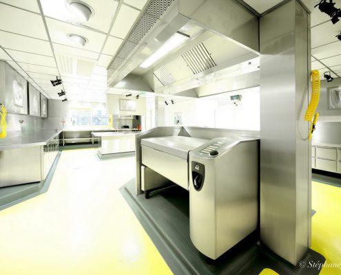 Cuisine de production. Les Grands Buffets, à Narbonne. Réalisation Fidec, cuisiniste et frigoriste professionnel.