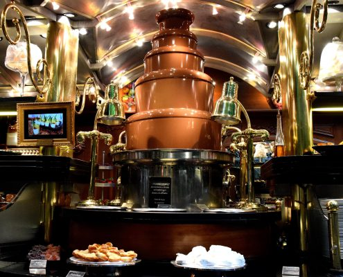 Création exclusive et sur mesure d'une fontaine de chocolat. Les Grands Buffets, à Narbonne. Réalisation Fidec, cuisiniste et frigoriste professionnel.